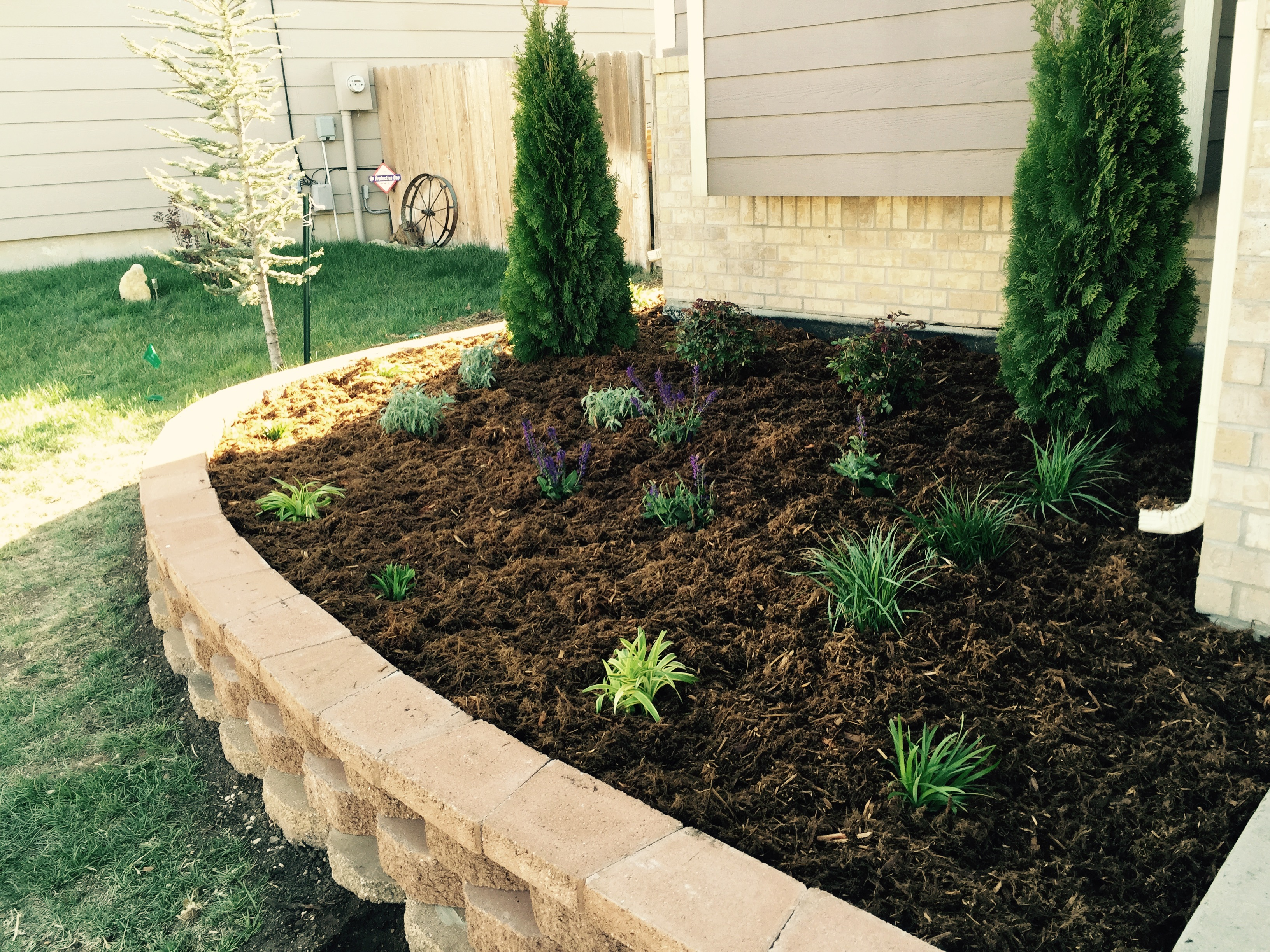 Landscape ideas pavestone and edging landscape design for Front and backyard landscaping ideas