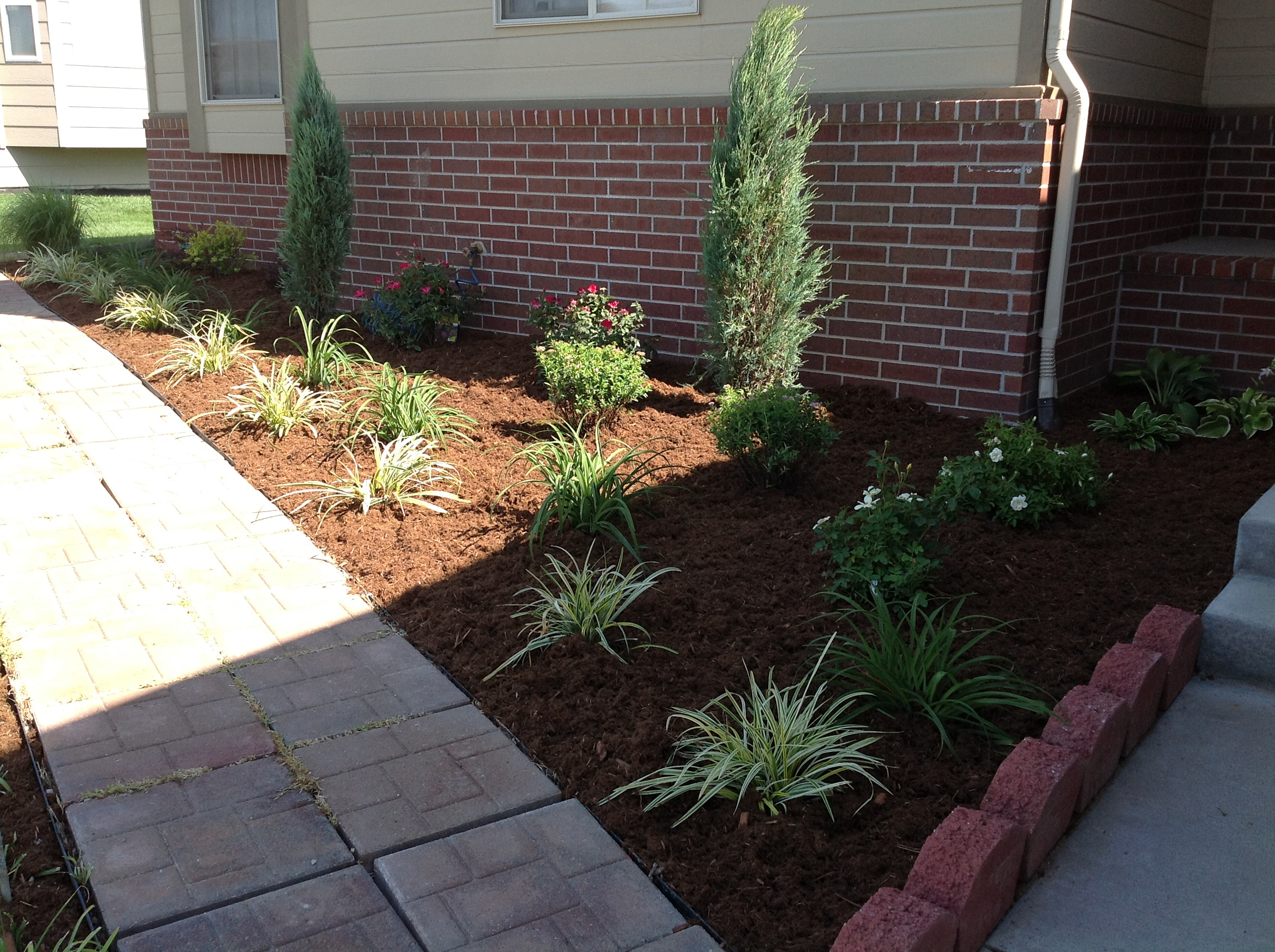 Landscaping ideas locating plants landscape design for Lawn and garden services