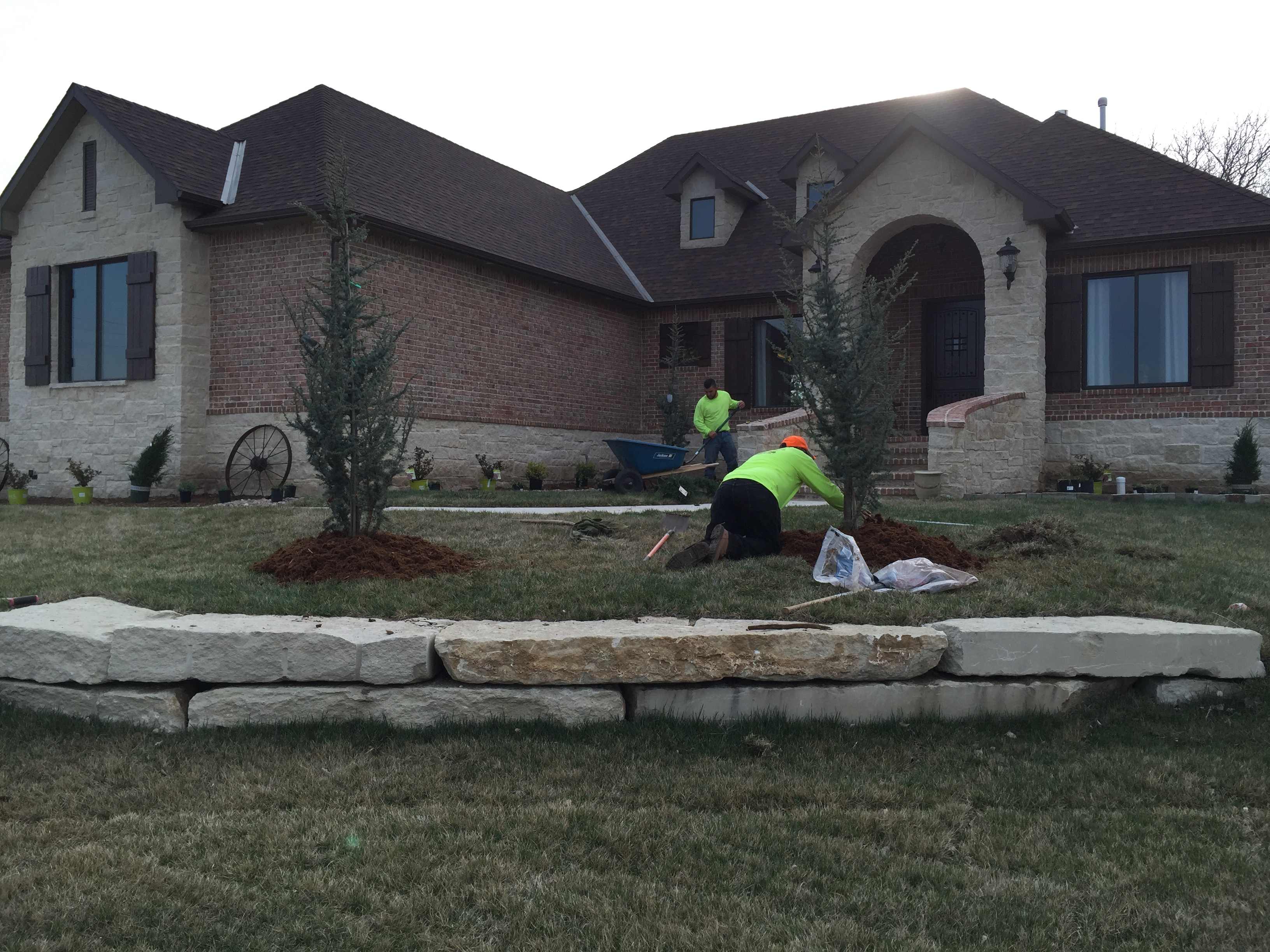 New home landscaping daniels lawn and landscaping services for Home lawn design